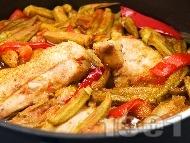 Рецепта Задушени пилешки бутчета с бамя